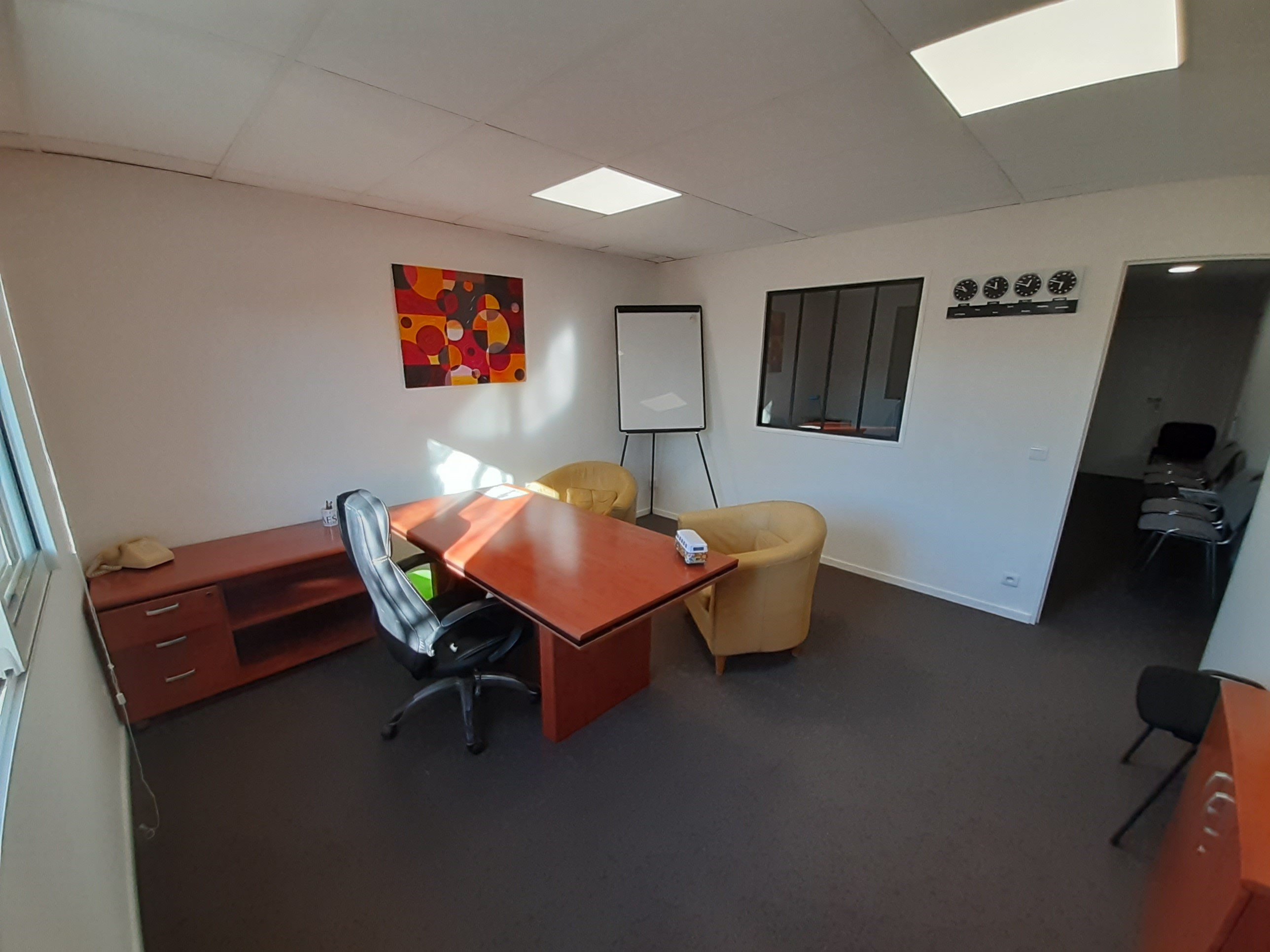 aaes 06 location de bureau salle de r union mougins. Black Bedroom Furniture Sets. Home Design Ideas
